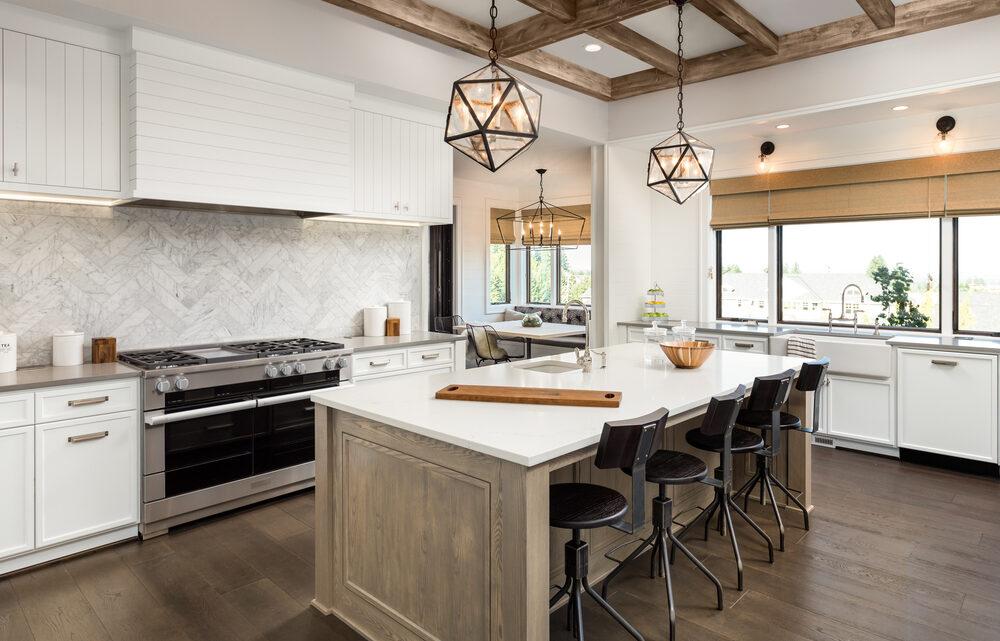 Nieuwe keuken met kookeiland uitzoeken